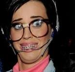 Katy Perry  interpreta nerd em novo clipe cheio de participações