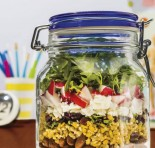 Prática e deliciosa: aprenda a montar sua salada no pote