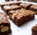 Aprenda a fazer brownies aos 3 chocolates