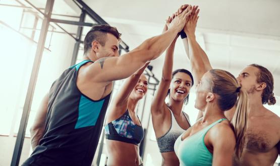 Aqui estão as razões para você treinar com amigos
