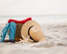 O que levar na bolsa de praia para curtir o verão!